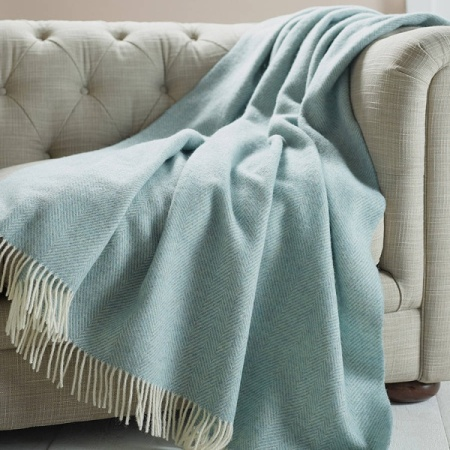 Highlight Your Sofa with a Blanket